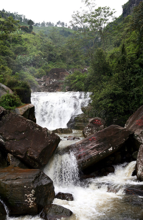 Agua de las caídas de Sri Lanka Ramboda fotografía de archivo libre de regalías