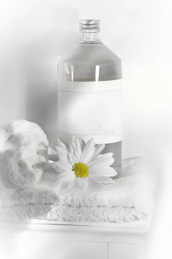 Agua de lino en la toalla imágenes de archivo libres de regalías