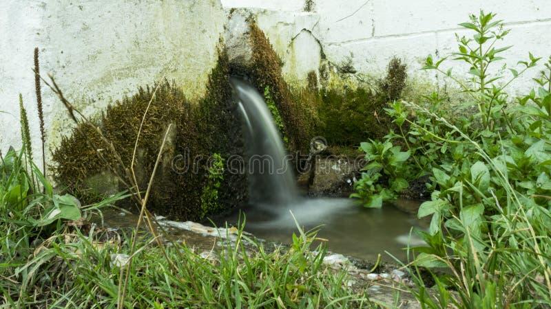 Agua de manatial fotografía de archivo