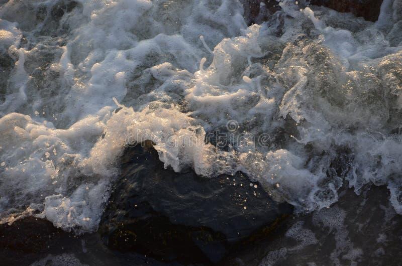 Agua de mar de la cascada que rabia 3 imágenes de archivo libres de regalías