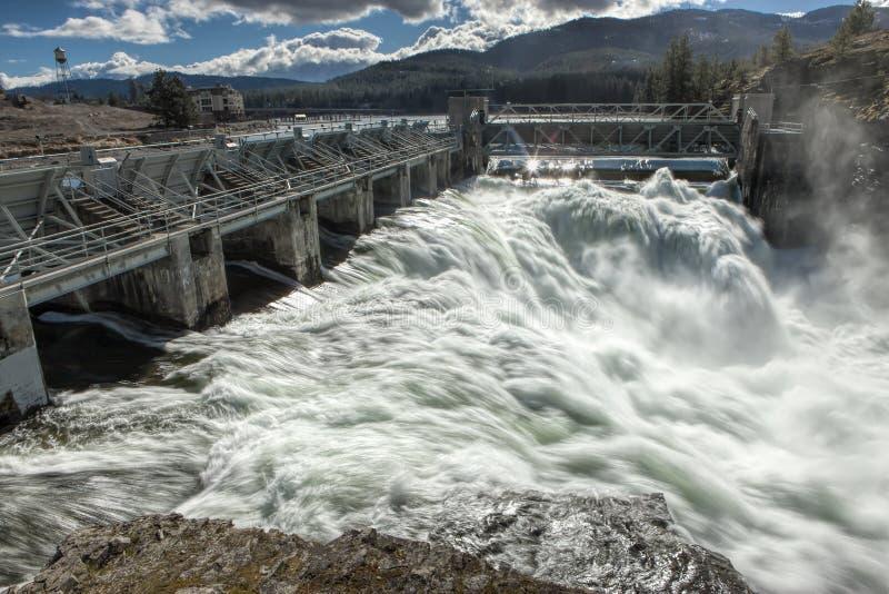 Agua de precipitación de la presa de Post Falls imagen de archivo libre de regalías