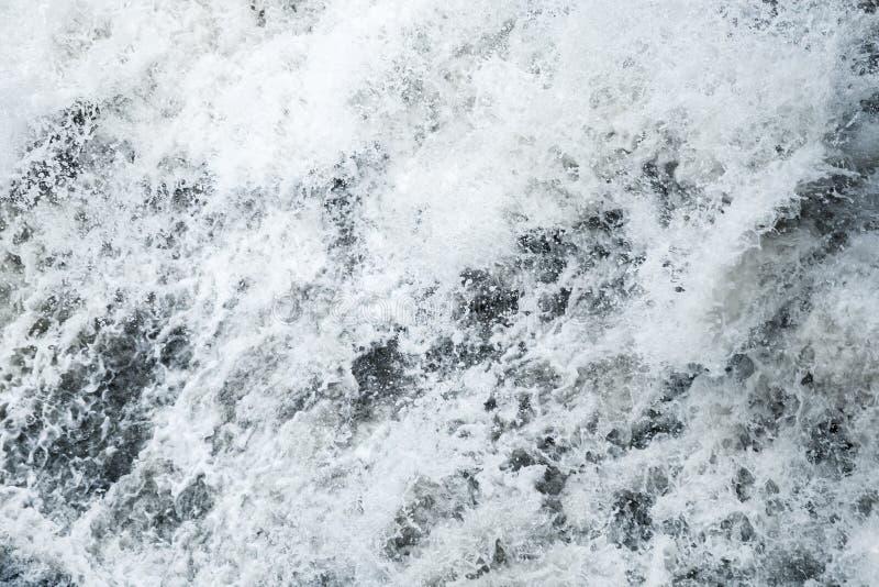 Agua de río rápida, textura del fondo natural fotografía de archivo