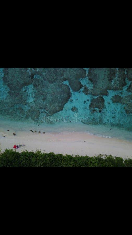 Agua del claro de la playa de Saipán imagenes de archivo