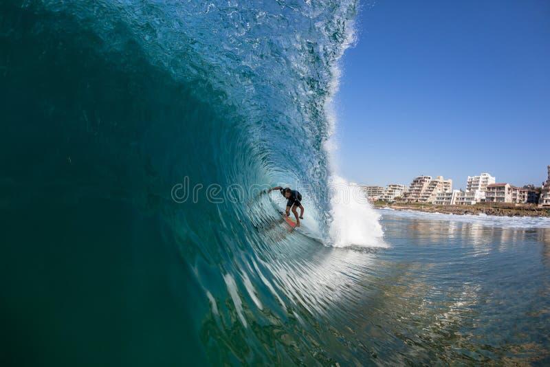 Agua del paseo del tubo de la persona que practica surf que practica surf fotografía de archivo libre de regalías