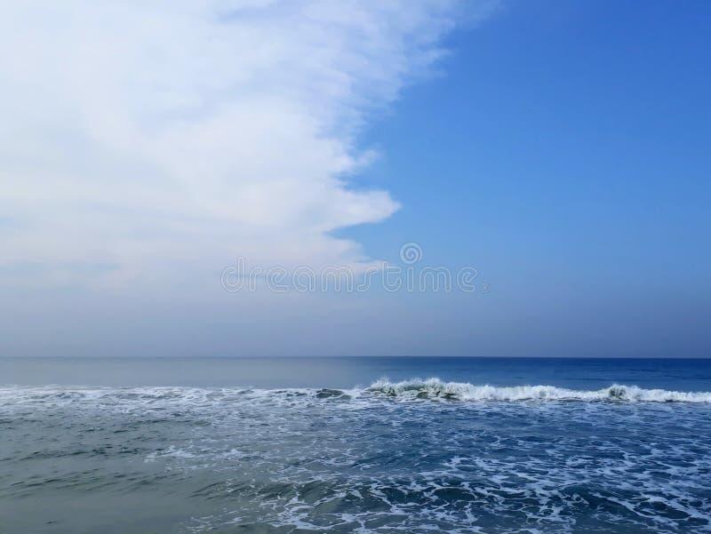 Agua dual del color en el Mar Arábigo fotografía de archivo