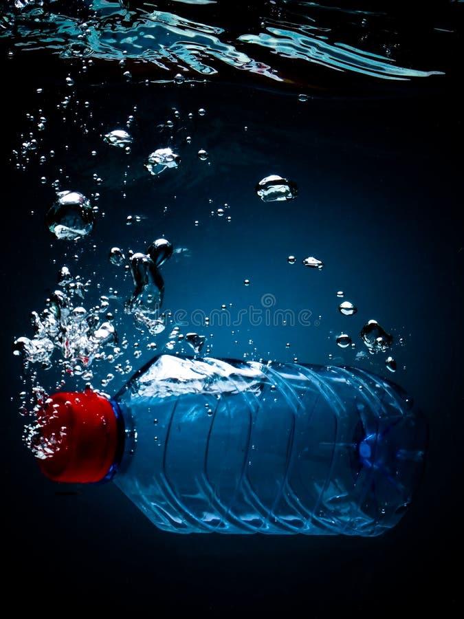 Agua embotellada imagen de archivo