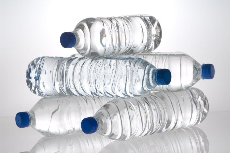Agua embotellada imagen de archivo libre de regalías