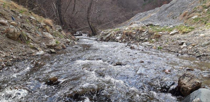 Agua en las montañas imágenes de archivo libres de regalías
