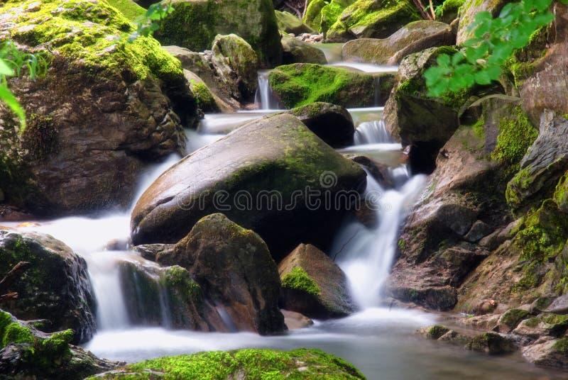 Agua en las rocas fotos de archivo