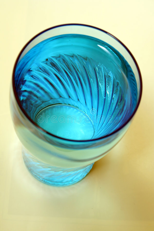Agua en un vidrio foto de archivo