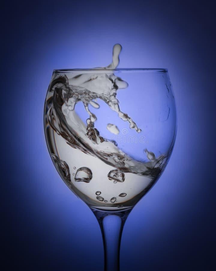 Agua en un vidrio limpio foto de archivo libre de regalías