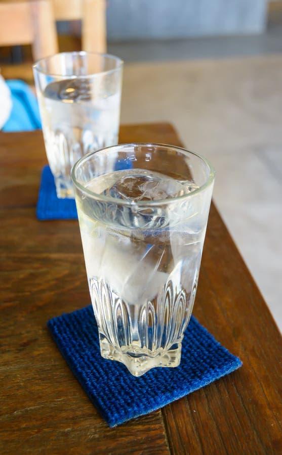 Agua fría de la bebida foto de archivo