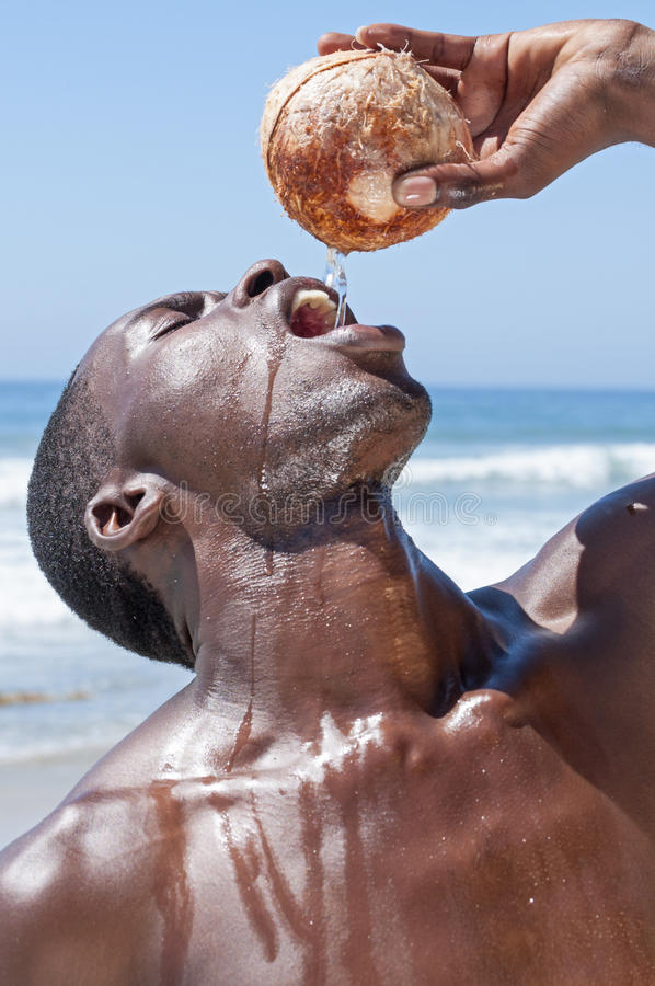 Download Agua fresca real del coco imagen de archivo. Imagen de primer - 44854509