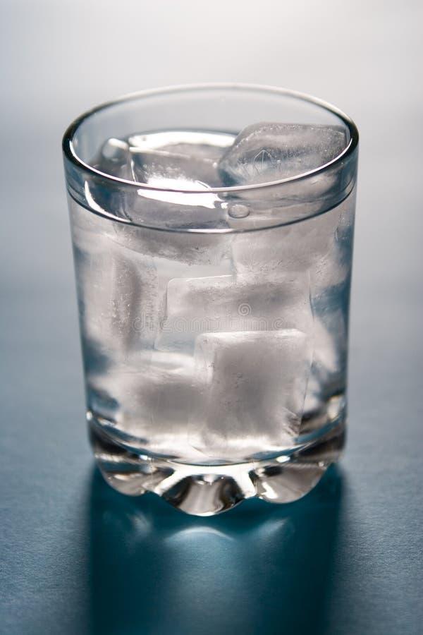 Agua helada fotos de archivo