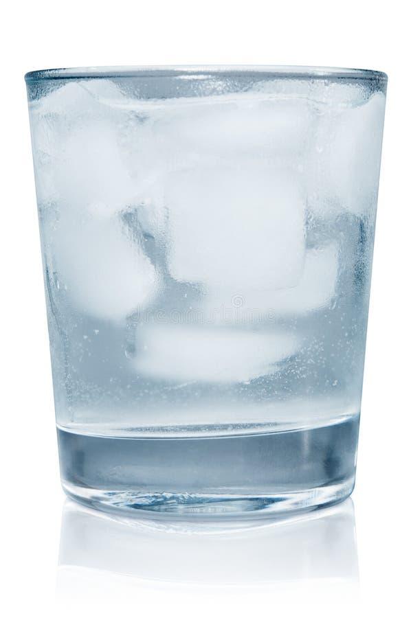 Agua helada con los icecubes foto de archivo libre de regalías