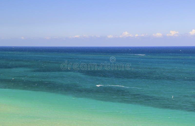 Agua hermosa, tropical del océano - visión aérea o visión superior fotos de archivo libres de regalías