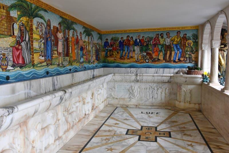 Agua milagrosa en el santuario Madonna del esplendor imagen de archivo