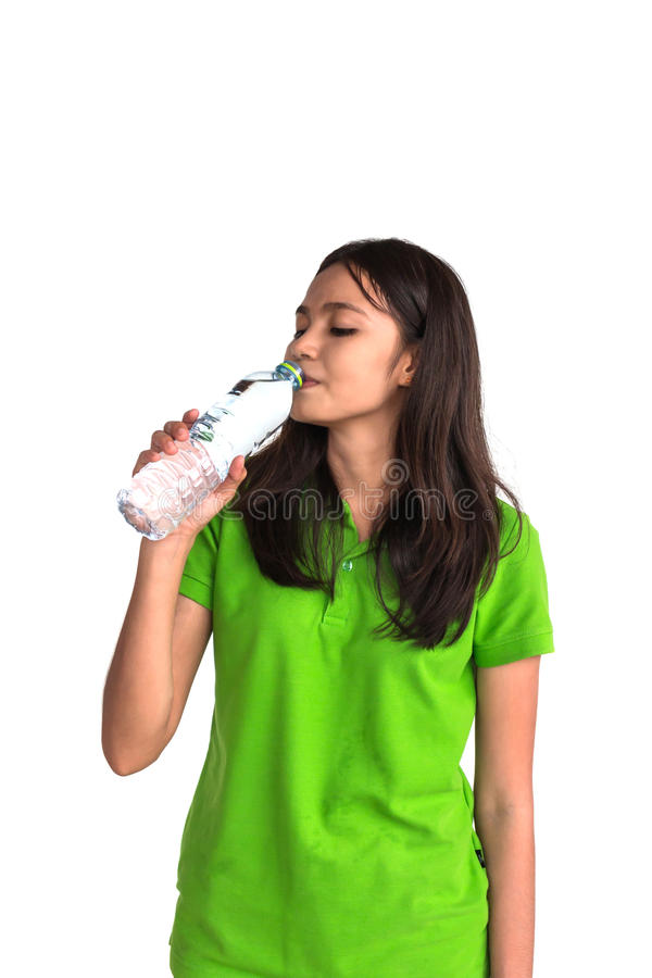 Agua potable de la mujer de la botella fotos de archivo