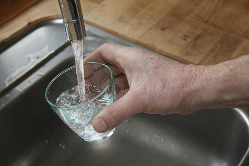Agua potable limpia fotos de archivo libres de regalías