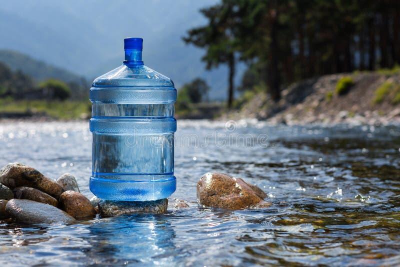 Agua potable natural en una botella grande fotografía de archivo libre de regalías