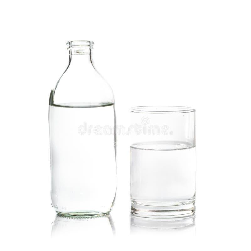 ¡Agua pura en vidrio! Fresco y sano imágenes de archivo libres de regalías