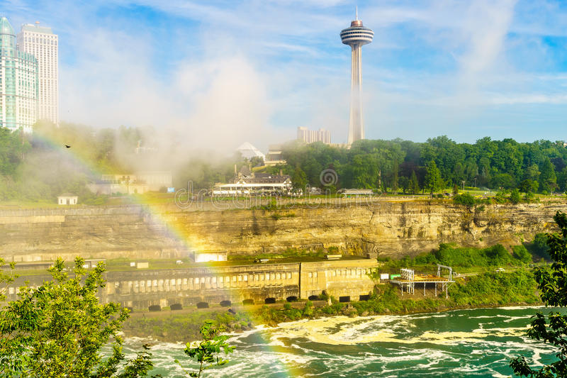 Agua que acomete sobre Niagara Falls fotos de archivo