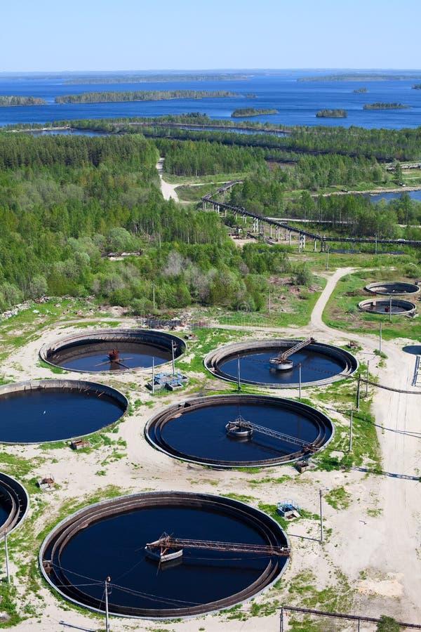 Agua que recicla la estación de las aguas residuales imágenes de archivo libres de regalías