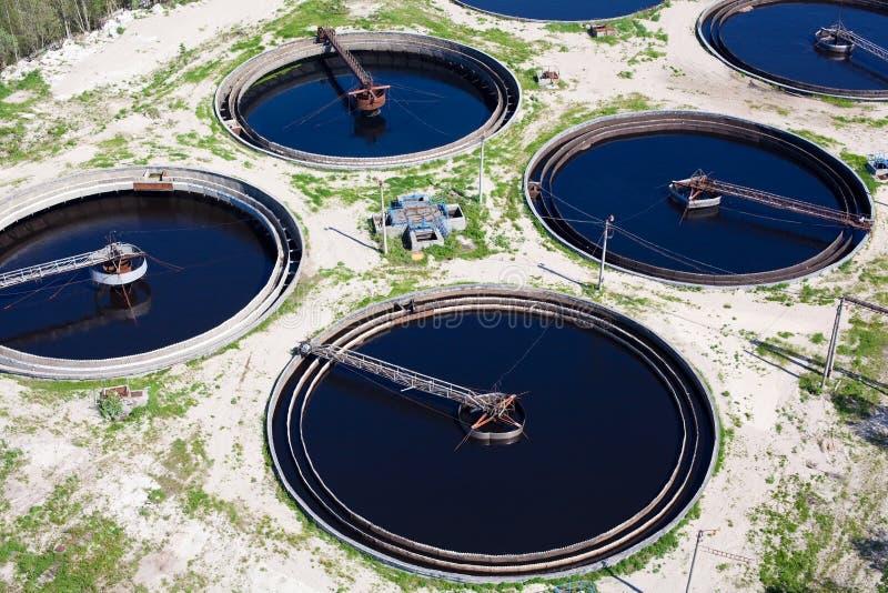 Agua que recicla la estación de las aguas residuales foto de archivo libre de regalías