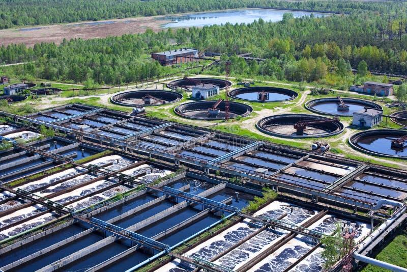 Agua que recicla la estación de las aguas residuales imagen de archivo