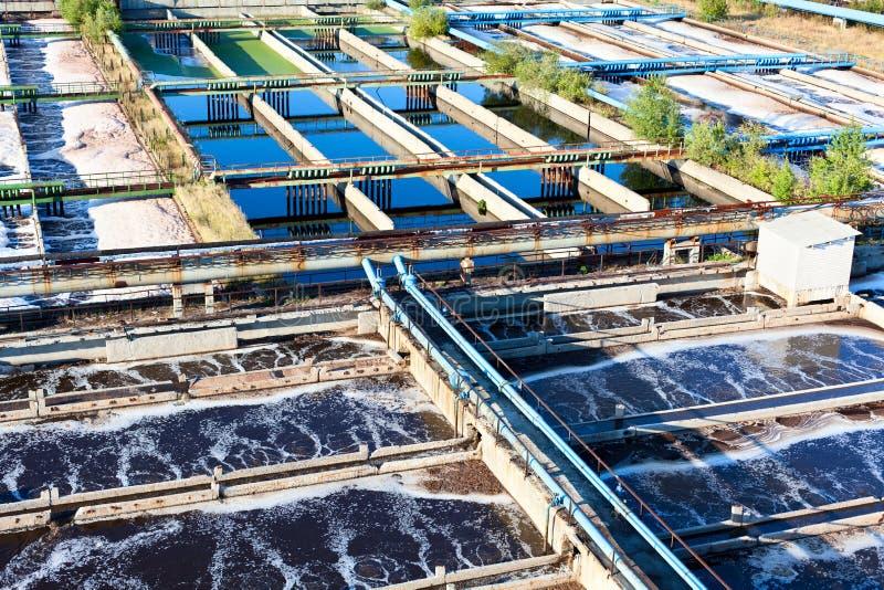 Agua que recicla la estación de las aguas residuales fotografía de archivo libre de regalías
