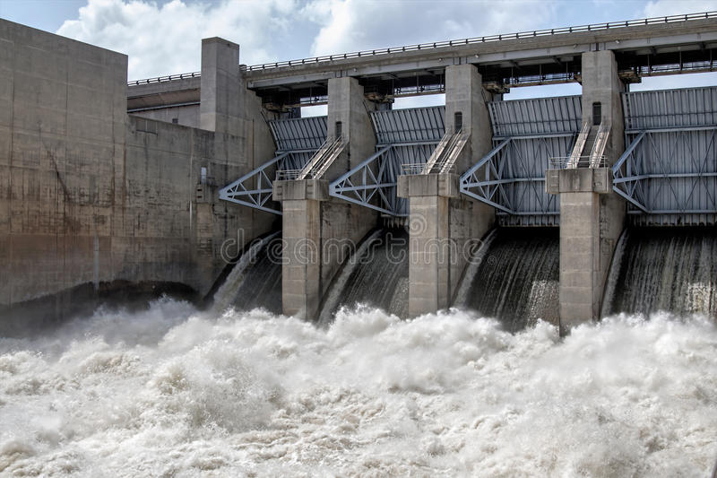 Agua rápida de la presa de Truman en Warasaw Missouri los E.E.U.U. fotos de archivo