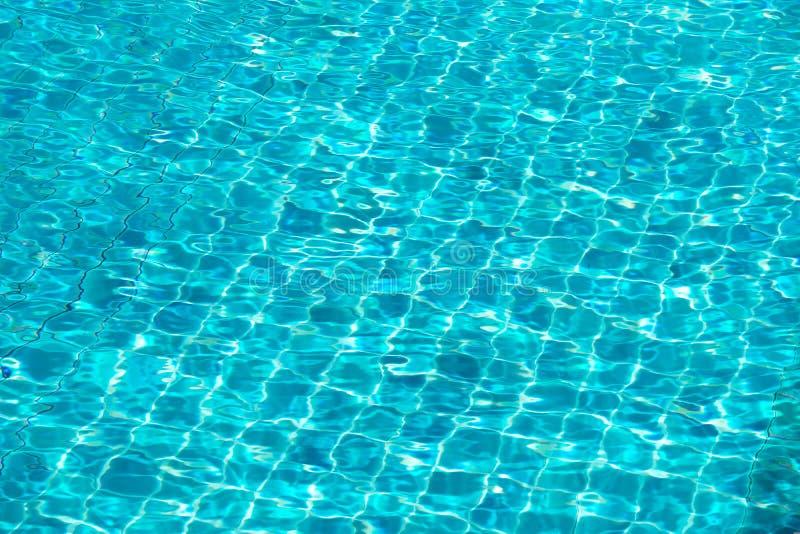 Agua rasgada azul en piscina fotografía de archivo libre de regalías