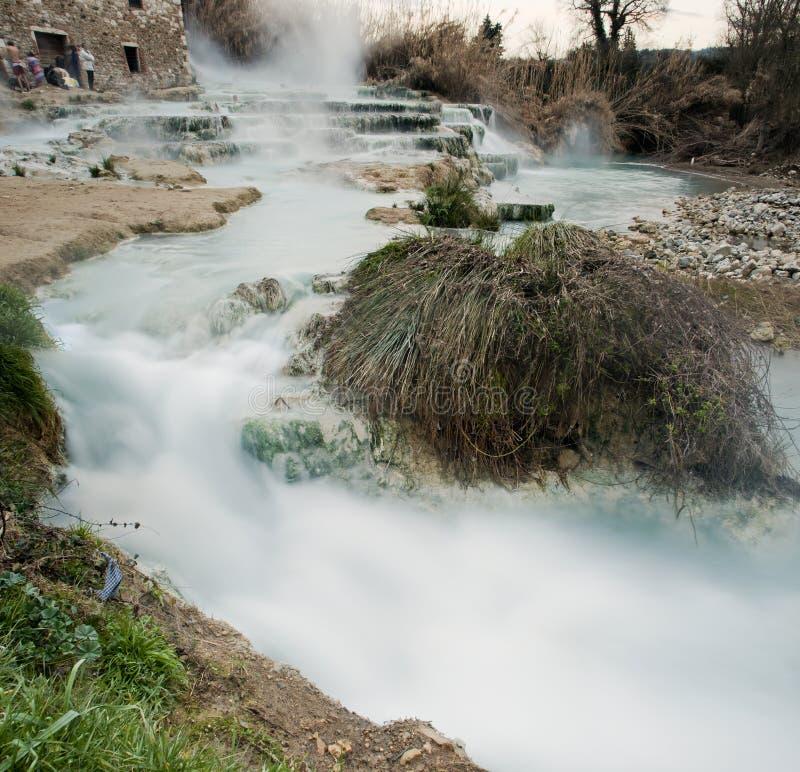 Agua termal para bañarse. fotos de archivo