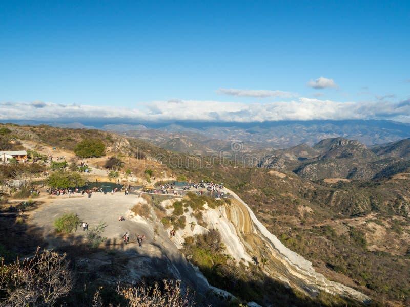 Agua van Hiervegr, natuurlijke wonder vorming in Oaxaca-gebied in Mexico, hete de lentewaterval in de bergen tijdens zonsondergan stock fotografie