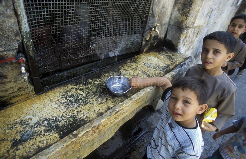 Download AGUA VIEJA DE LA CIUDAD DE ORIENTE MEDIO SIRIA ALEPO Fotografía editorial - Imagen de siria, calle: 64200147