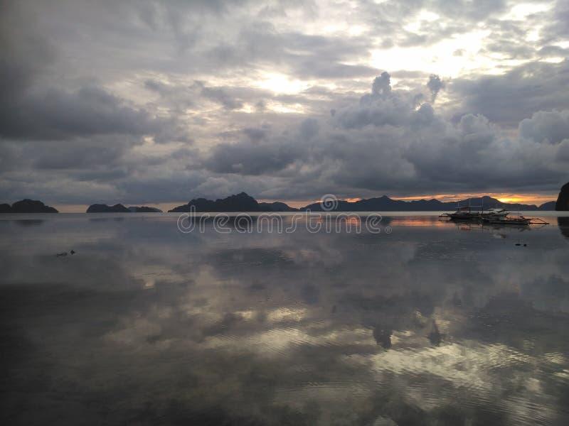 Agua y cielo imágenes de archivo libres de regalías