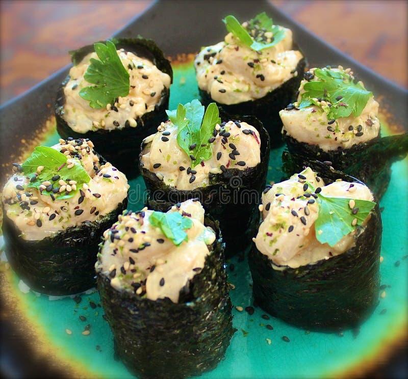 Aguacate de Nigiri del Sashimi del sushi imagenes de archivo