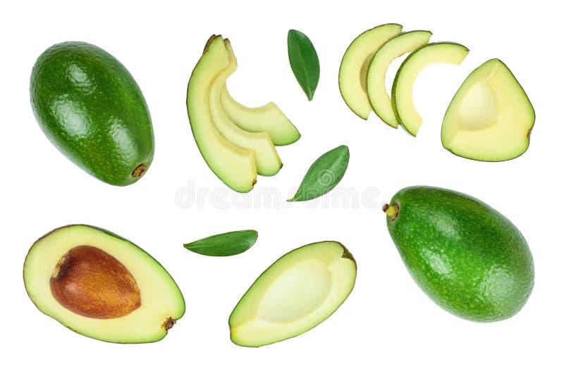 Aguacate y rebanadas adornados con las hojas verdes aisladas en el fondo blanco Visi?n superior Endecha plana ilustración del vector