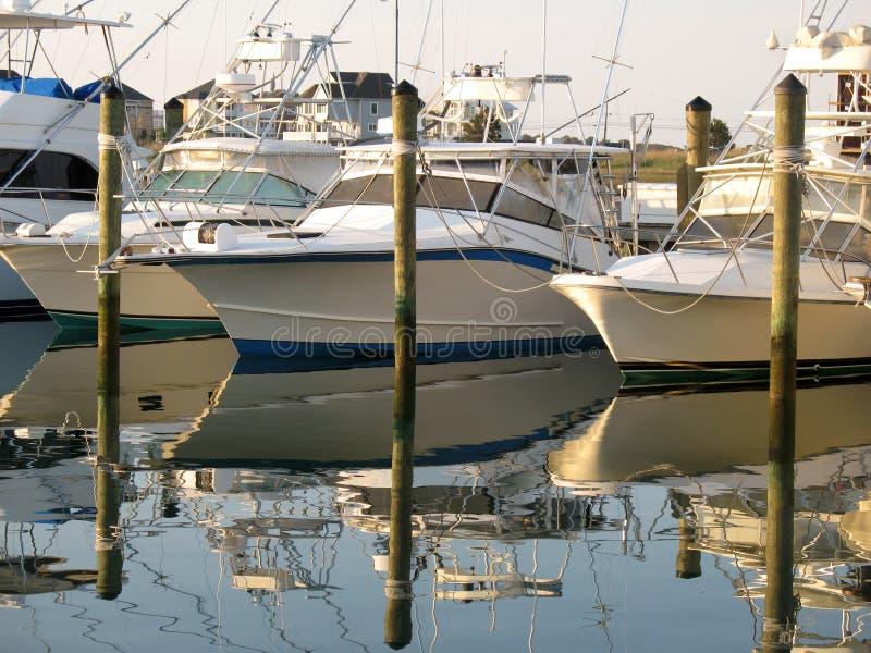 Aguardar a pescadores imagen de archivo libre de regalías