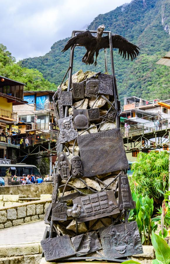 Aguas Calientes, Cusco, Peru -29 April 2017: Kondorstaty och in royaltyfri bild