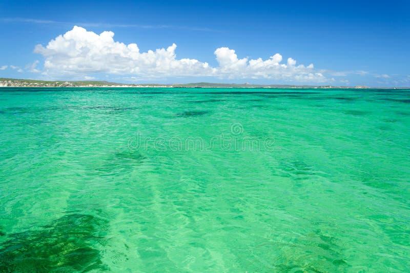 Aguas de la turquesa en el ` Emeraudes de Baie d fotos de archivo