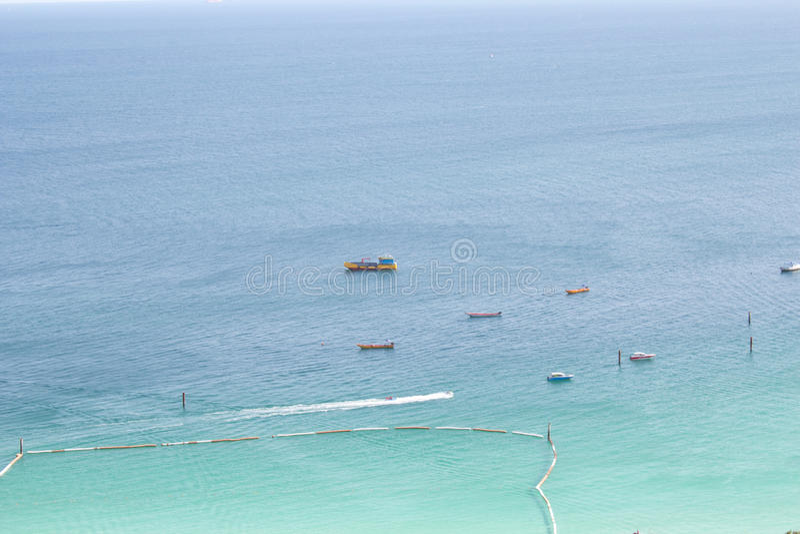 Download Aguas hermosas del mar imagen de archivo. Imagen de cielo - 42429161