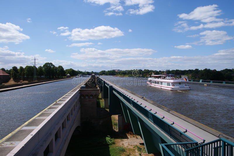Aguas que cruzan en Weser cerca de Minden imagen de archivo libre de regalías