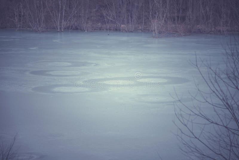 Aguas residuales contaminadas con el cianuro foto de archivo