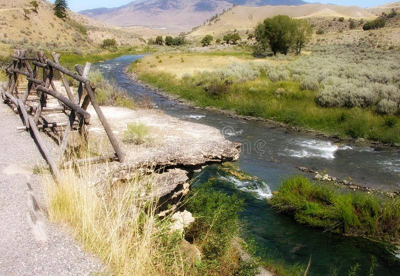 Aguas termales cerca de Yellowstone foto de archivo