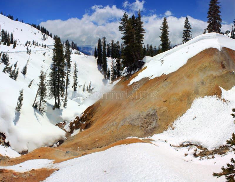 Aguas termales del azufre, parque nacional volcánico de Lassen, California septentrional fotografía de archivo libre de regalías
