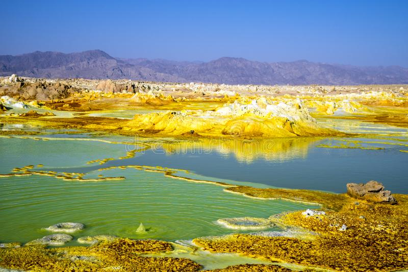 Aguas termales en Dallol, desierto de Danakil, Etiopía foto de archivo