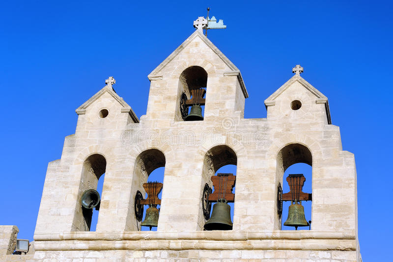 Aguja de la iglesia del Saintes-Maries-de-la-Mer foto de archivo
