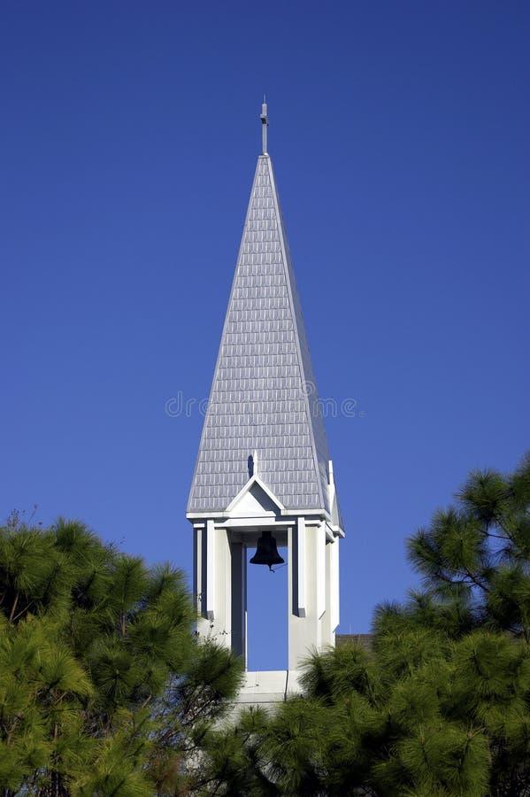 Aguja de la iglesia en la pequeña ciudad de la celebración Orlando la Florida Estados Unidos los E.E.U.U. imagenes de archivo
