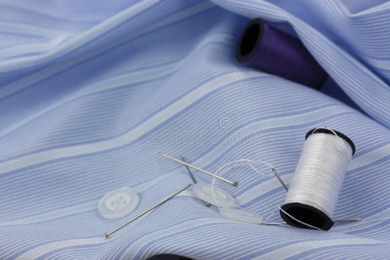 Aguja y pernos de costura del algodón foto de archivo